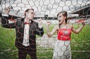 Ślub na stadionie, młoda para