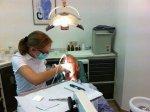 dentysta przy pracy