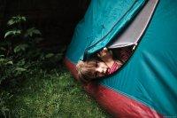 w namiocie